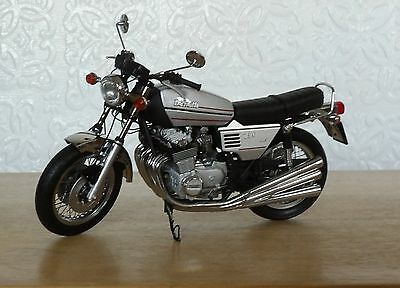 Superbly Detailed Minichamps 1.12 scale Benelli 1975 750 Model Bike # 87 Silver