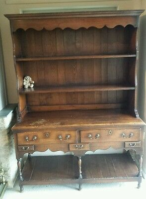 A Beautiful Early 19th century Oak Dresser.