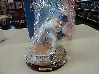 Nolan Ryan Sports Impressions 300 Wins SUPERSIZE Figurine Numbered 839/995 With