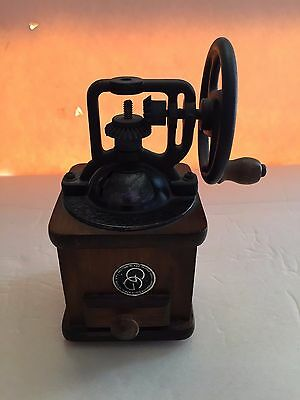 Decoration VintageWood Small Antique Coffee Mill Grinder Music Box Music Working