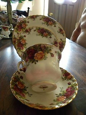 ROYAL ALBERT 4 PIECE SETTING/Old Country Rose/England