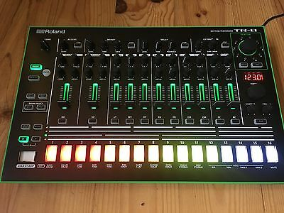 Roland TR-8 Drum Machine + 7X7 Expansion & Dust Cover