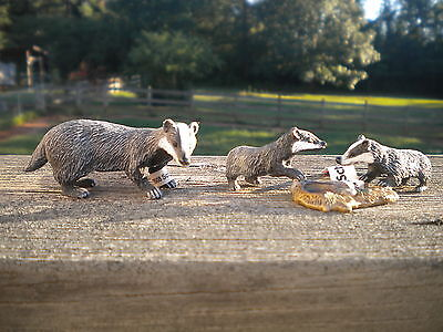 BADGER & CUBS by Schleich; TOY/BADGERS/RETIRED
