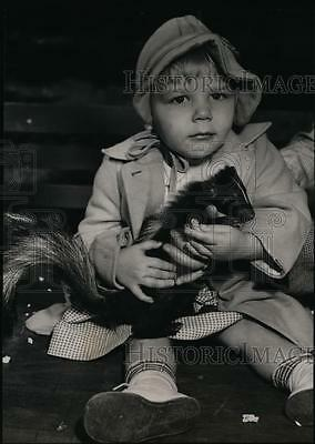 1947 Press Photo Animals of all descriptions appeared at Laurelhurst park
