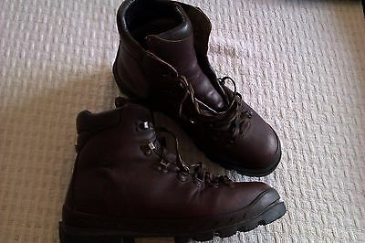 mens Scarpa hiking walking mountain boots size 10.5/45 w/p insulated leather VGC
