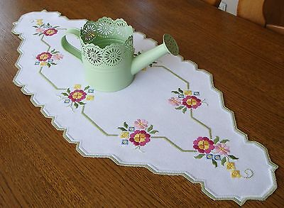 HARDANGER Embroidery - nice TABLE RUNNER with cololored flowers
