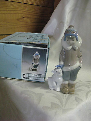 LLADRO FIGURINE COLLECTIBLE 5238 - ESKIMO BOY & POLAR BEAR - MINT IN Box