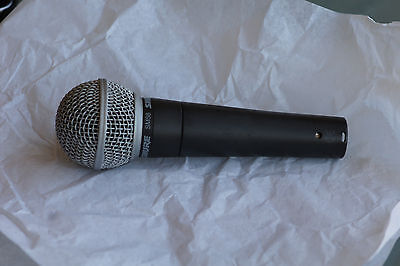 1 x micro shure sm 58 + 1 support. Pro vocal microphon.