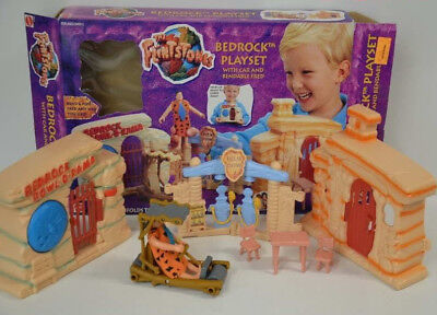 16 ) Mattel Flintstones Feuerstein 65910 Bedrock Playset with Car and Fred OVP