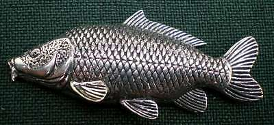 Karpfen Anstecknadel Pin F35 Common Carp