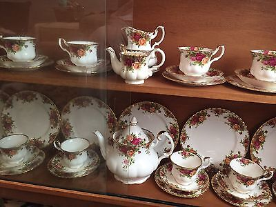 52 Piece Royal Albert Old Country Roses tea set And Dinner Plates Brilliant