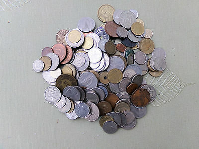 A Large Collection Of World Coins....    Approximately 200.. Just About 1 Kilo..