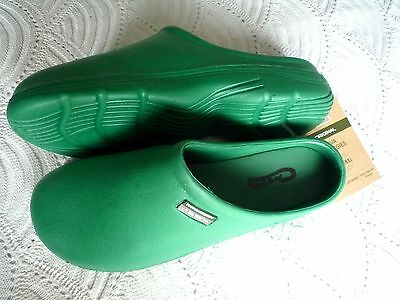 NEW Town & Country green lightweight CLOGGIES--Size 10 adult.