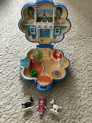Polly Pocket mini Fifis Parisian Apartment Playcase Complete Pudel Hund 1990