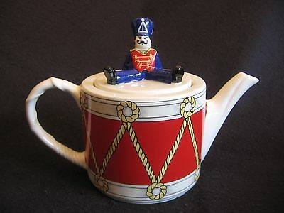 WADE POTTERY 'DRUMMER BOY' TEAPOT Design by J.Wooton for Boots Ltd c.80's EX