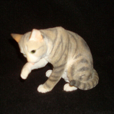 Country Artists Cat Figurine Tabby Washing #01630