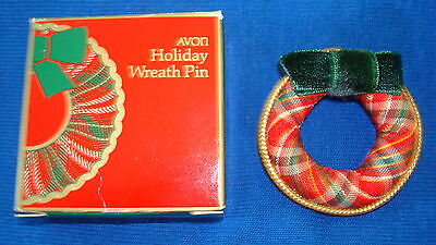 Christmas PIN Avon Holiday Wreath Pin (Cloth) Circa 1984 (New Old Stock)
