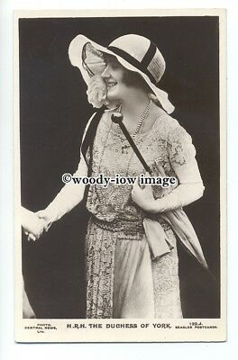 r1263 - The Duchess of York - ( Elizabeth Bowes-Lyon ) with parasol - postcard