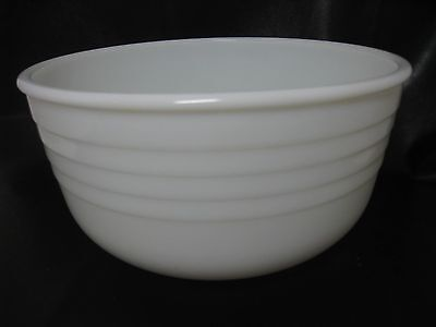 Vintage 3 qt Pyrex White Milk Glass  Mixing Bowl USA Ribbed *excellent