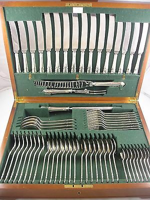 GEE HOLMES 1977 BOXED CHIPPENDALE SILVER CANTEEN CUTLERY 2687g 8 Place Setting