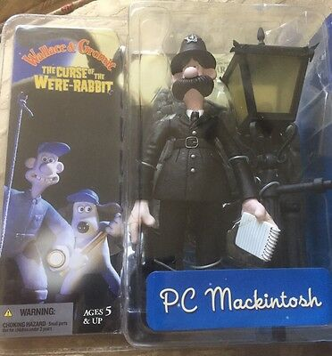 "McFARLANE WALLACE & GROMIT THE CURE OF THE WERE-RABBIT ""PC MACKINTOSH"" FIGURE"