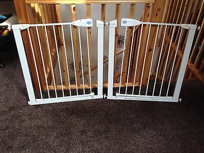 lindam stair gate  ( two gates ) fits 76 to 82cm
