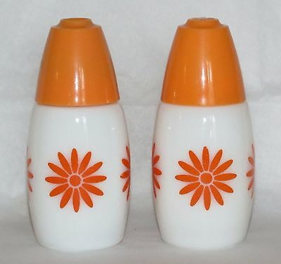 Vintage Corelle GEMCO Orange Daisy Design Kitchen Salt & Pepper Shakers