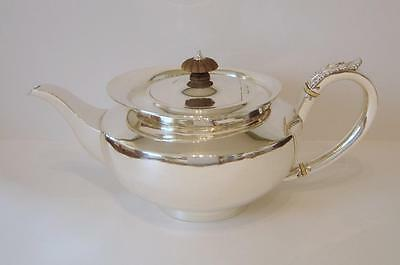 A Goldsmiths & Silversmiths Co Sterling Silver Teapot London 1901 730 Grams