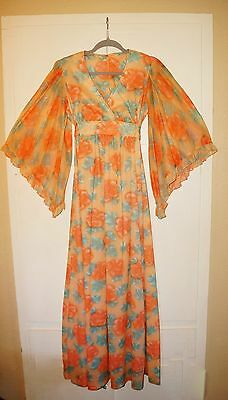 BOHO PRINCESS FLORAL PRINT Vintage 1970s MAXI DRESS w/ANGEL WING SLEEVES