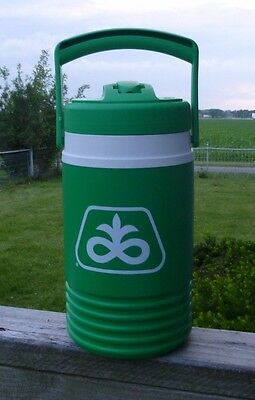 Brand New Vintage Pioneer Seed Corn Igloo Thermos  Mint Cond.