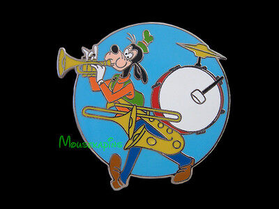 GOOFY Playing Trumpet Disney Pin