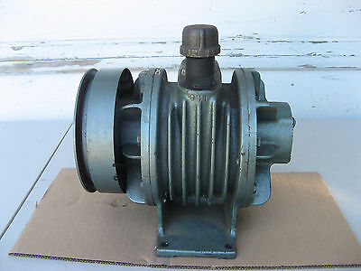 "GAST VACUUM PUMP/AIR COMPRESSOR 3040-V106 1"" Shaft 1"" NPT ROTARY VANE/OIL-LESS"