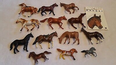Lot of 13 plastic nice horses and magnet by paper house farm barn play set child