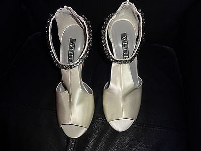Vera Wang White Satin Wedding Bridal Formal High Heel Beaded Shoes Sandals 8M