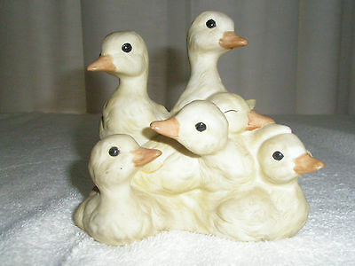Vintage HOMCO Porcelain Ducklings Huddle Together 1988