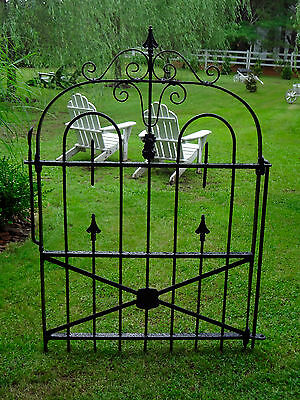 ANTIQUE 1800s ESTATE WROUGHT CAST IRON GOTHIC URN GARDEN GATE STATUARY ORNAMENT