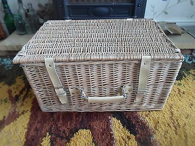 Large Wicker Picnic Basket Suitable for Practical Use-Prop-Display-Shop Window