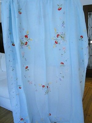 Antique Linen- Tablecloth W/polychrome Floral Embroidery< Napkins