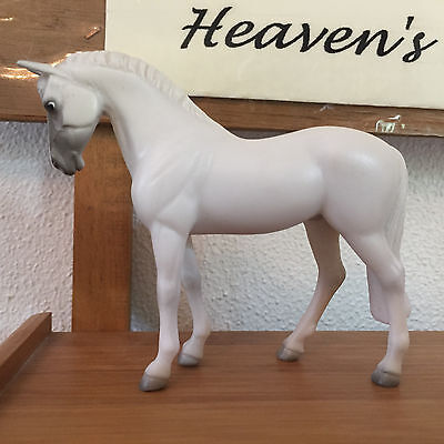 Breyer Light Grey Standing Thoroughbred Stablemate Horse, TSC Target 2008