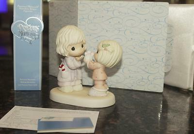 Precious Moments Enesco The Gift Is In The Giving #710010 Statue Figure NIB New