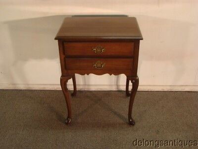 47777: Hickory Furniture Solid Mahogany Queen Anne Night-Stand
