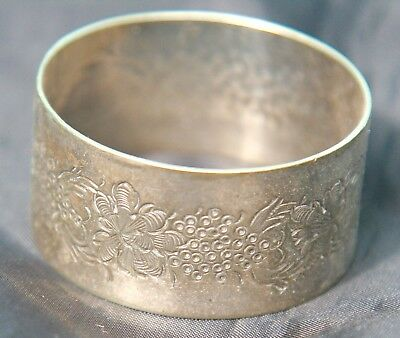 Vintage Silver Plated Napkin Ring  Engraved Wreath Pattern & Blank Escutcheon
