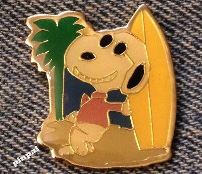 Snoopy Surfer Pin~Yellow Surfboard~Peanuts~90's vintage~United Feature Syndicate