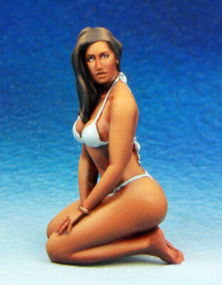 █ 1/35 Resin Sexy Beach Girl Lady Unpainted Unassembled TR129