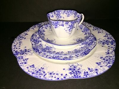 SHELLEY England Bone China DAINTY BLUE Flower 5 Piece Dinner Place Setting (s)