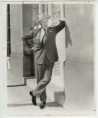 VINTAGE 1964 STAMPED Cecil Beaton Poses on City Street Press Photo