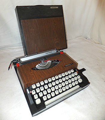 IMPERIAL Fleetwood TYPEWRITER Portable WOOD Effect CLEAN Retro CASED Vintage