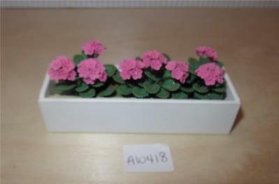 Miniature Dollhouse 1:12 Scale Pink Geraniums In White Window Box - Aw418