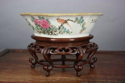 19th/20th C. Chinese Famille-Rose Barbed-Rim Bowl