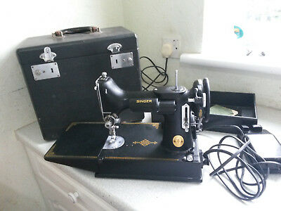 Lovely Vintage Cased Singer Featherweight 221K Sewing Machine - Working Order